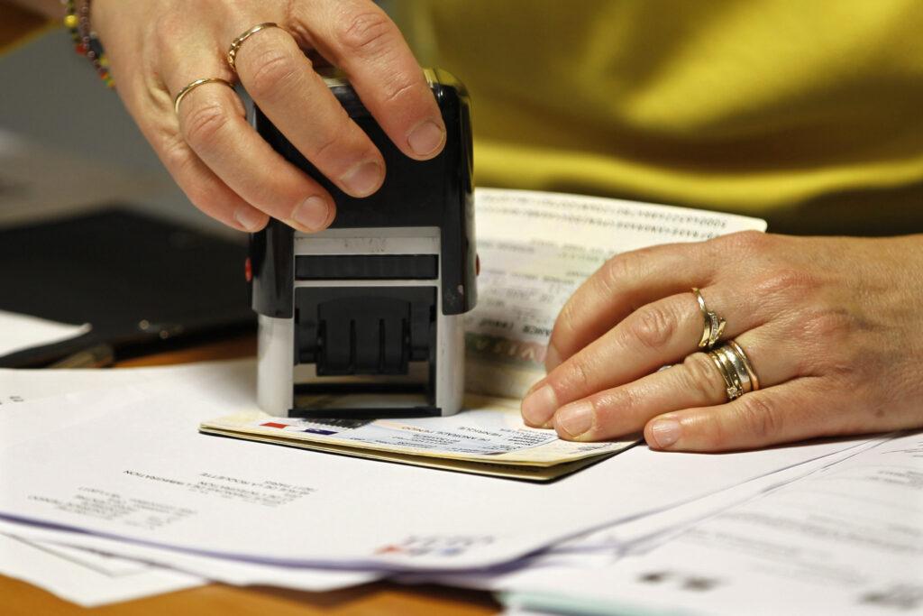 Миграционный учет продление документов